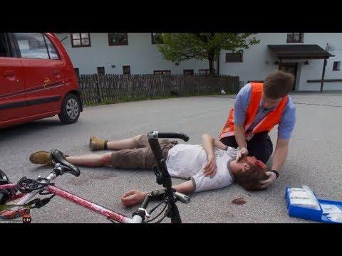 Erste Hilfe - Unfallstelle absichern und Notruf absetzen - Drive University