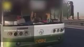 Пассажиры остановили автобус, который чуть не угробил их!