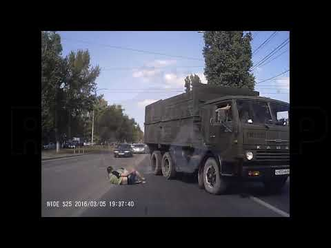 Чудом никто серьезно не пострадал... ДТП в Саратове