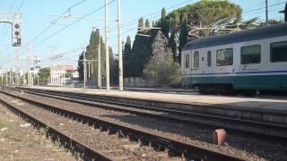 preview picture of video 'HD I treni della prima mattina, linea TIRRENICA (Follonica 10-08-12)'