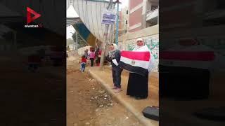 فتاة تلقي قصيدة شعر حماسية أمام لجنة في شبرا الخيمة