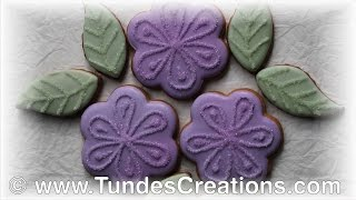 Simple flower cookies with TruColor natural food colors