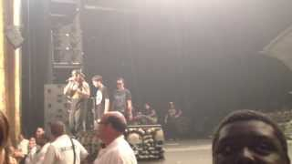 M Shadows lets a fan sing Chapter Four 8/9/13