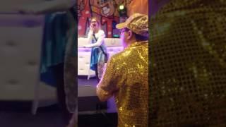 Samantha Doet Shit Melodie Van Colin Alexander Zingen Op Slaatjesbal In Eindhoven Parktheater