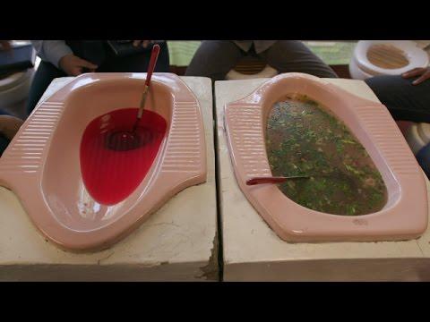 Video Apakah Anda mau makan bakso yang disajikan di jamban?