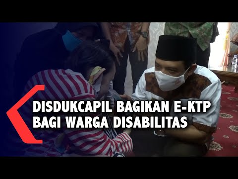 disdukcapil bagikan e-ktp bagi warga disabilitas