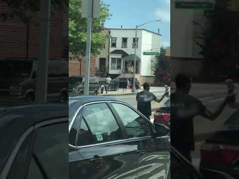 Драка водителей на дороге в Нью-Йорке