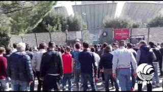 """Fc Bari, contestazione dei tifosi allo stadio. Faccia a faccia tra delegazione ultras e squadra: """"Onorate la maglia"""" – VIDEO"""