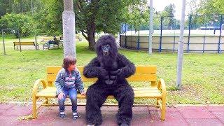 Объелся БАНАНОВ и ПРЕВРАТИЛСЯ в ОБЕЗЬЯНУ!  Видео для Детей for kids children