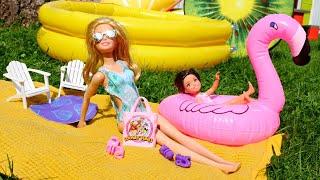 Barbie y Lola van a la piscina. Vídeos de muñecas para niñas y niños.