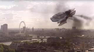 Spaceship CRASHES Into Big Ben!