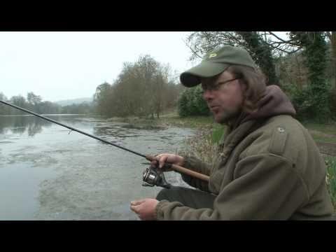 Martin Bowler fisker aborrer med waggler flåd og maddiker