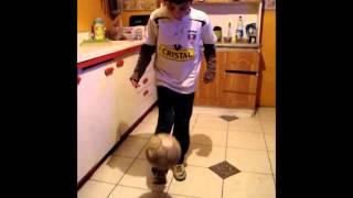 preview picture of video 'Niño de 10 años dominando el balon'