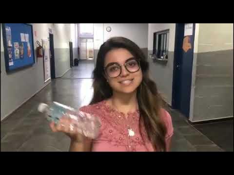 A jovem Caroline Santos Müller, 17 anos, está no 3º ano do ensino médio