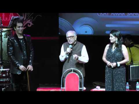 Amin Sayani addresses the audience of GEETMALA - 3rd Oct 15