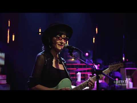 "Rosie Flores Performs ""Simple Case Of The Blues"" On DittyTV - Ditty TV"