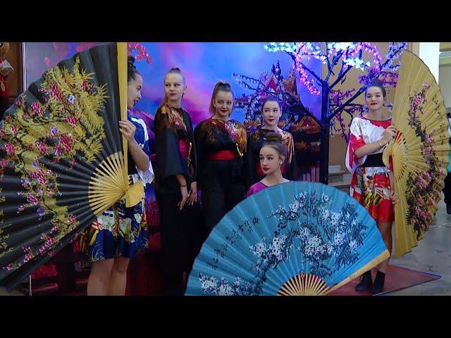 Примерка кимоно, тренировка сумо и искусство иероглифов