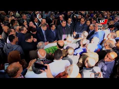 لحظة خروج جثمان «إبراهيم نافع» من الأهرام