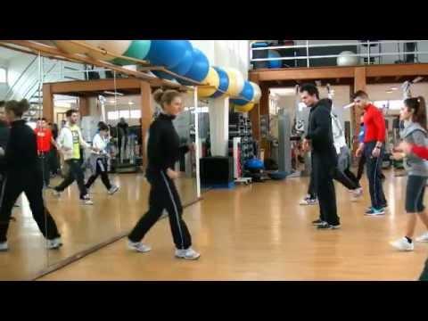 Una serie di esercizi per la colonna vertebrale e le articolazioni in immagini