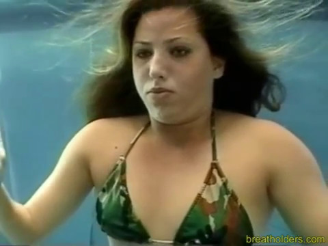Women playing and holding breath underwater for 4minutes