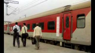 preview picture of video 'IRFCA - Mumbai Rajdhani Express (Departure - New Delhi Rly Station)'