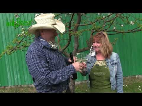 Počas mája sme vyhlásili jedinečnú akciu. Za každý nákup Vám dáme fľašu vína. Stačí nám, ak nám dáte svoju fotku, na ktorej sa usmievate.