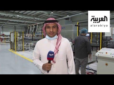 العرب اليوم - شاهد: روبوتات تقوم بصناعة الألواح الشمسية في السعودية