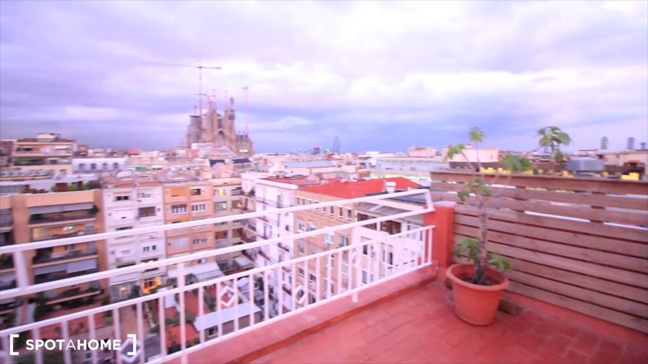 1-bedroom apartment with rooftop terrace for rent in Gràcia