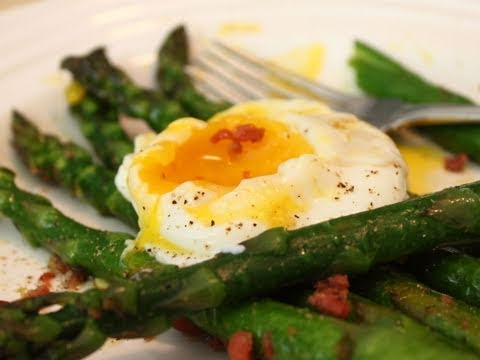 Asparagus with Prosciutto and Egg – Roasted Asparagus with Prosciutto Bits and Poached Egg