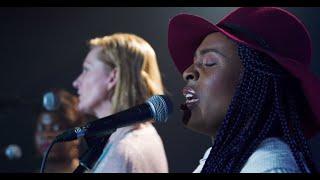 Chant « WALK IN LOVE   Marche Dans L'amour », De Gwen Dressaire (feat. Dena Mwana)