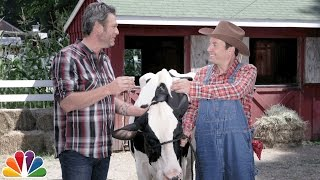 Blake Shelton Teaches Jimmy How to Milk a Cow