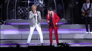 Sir Rod Stewart with Cyndi Lauper - This Old Heart of Mine Live