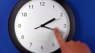 Зачем переводят стрелки часов?