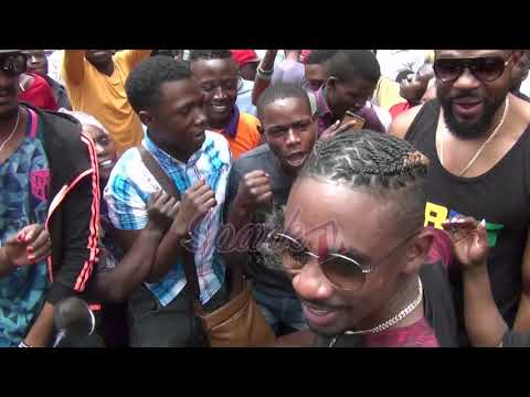 Chris Martin and D Major excite fans as they hawk tickets in town