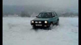 preview picture of video 'VW Golf Country im Schnee'