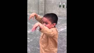 Video Original del Niño hindú bailando electro