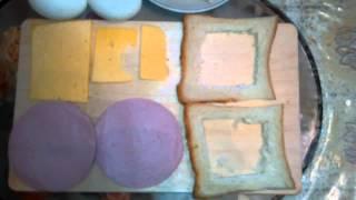 Смотреть онлайн Сытный завтрак: жеренные бутерброды с яйцом