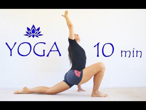 El yoga para el adelgazamiento del vientre y los lados de la estampa
