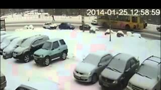 Авто пострадало ради спасения человека