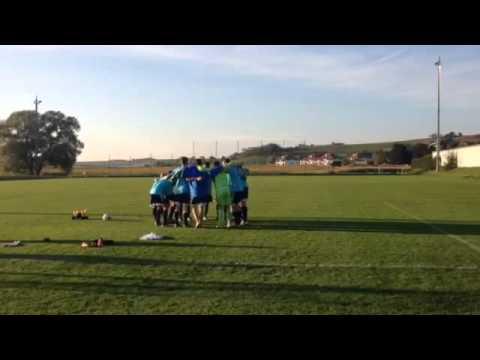 U17 beim Feiern des 8:0 (5:0)-Sieges gegen Perchtoldsdorf