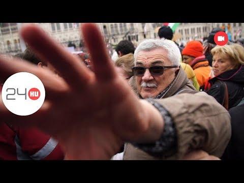 Zsidózással és lökdösődèssel várták Orbánt a békemenetelők
