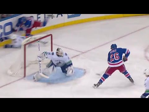 Gotta See It: Rangers' Vesey scores a beauty on Canucks' Markstrom after spinning pass from Nash