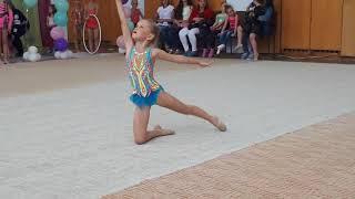 Художественная гимнастика. Упражнение с обручем