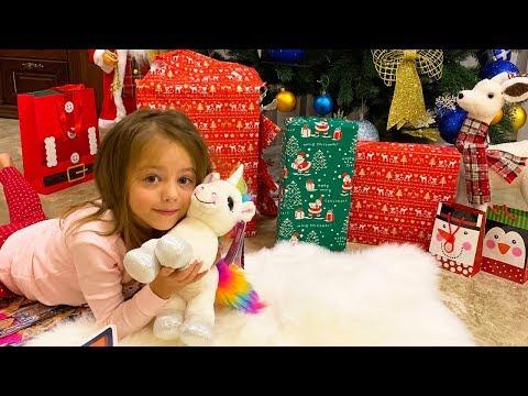Подарки в День Святого Николая ЧТО нашли дети под подушкой НОВЫЙ ЛОЛ LOL surprise