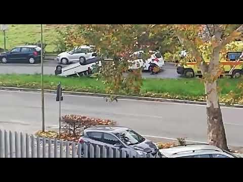 Incidente a Siena: macchina capovolta