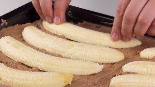 半分に切ったバナナを10本ケーキに入れる。模様がとても人気に!