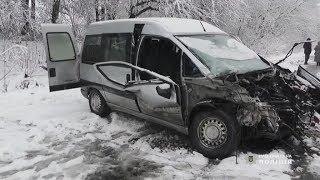 Трагічна аварія на Буковині, міні-вен лоб-у-лоб протаранив бус
