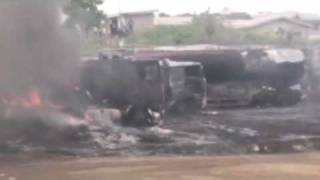 preview picture of video '3 fuel trucks crashed and caught up in flames. Lagos city, Nigeria.'