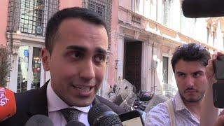 """Ministro Savona indagato per usura bancaria, Di Maio: """"Atto dovuto, si va avanti"""""""