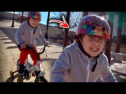CRIANÇAS BRINCANDO NO PARQUINHO INFANTIL!! Marcos e Laura no Outdoor Playground for Kids